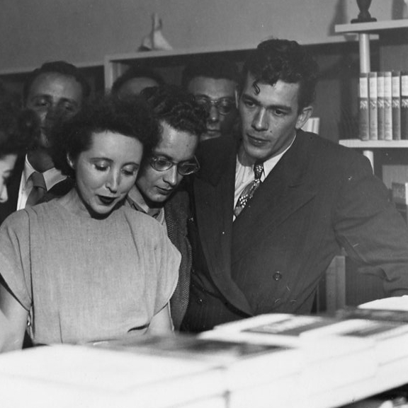 George_Leite_and_Anaïs_Nin_at_daliel's_bookstore_in_Berkeley,_CA,_1946